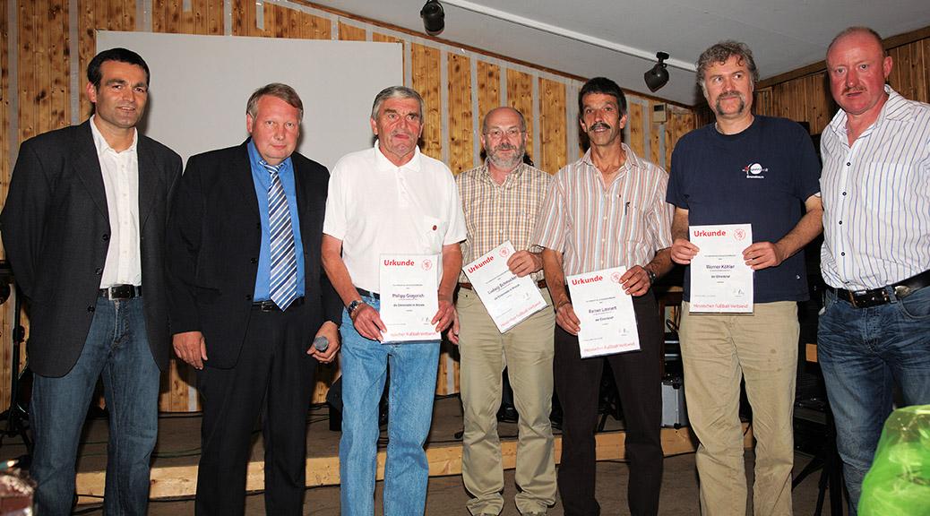 Vereinsmitglieder erhalten Auszeichnungen