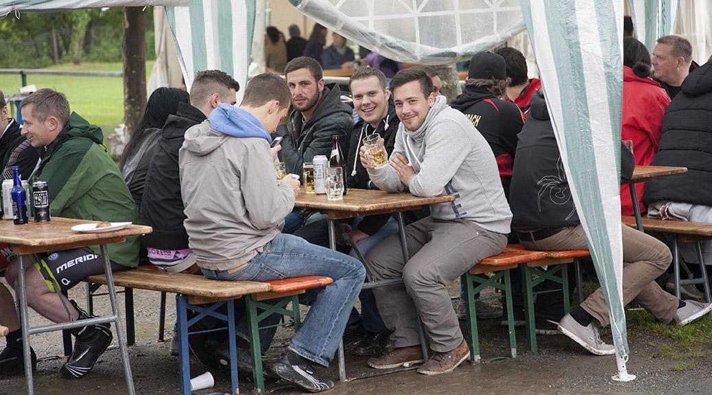 Grillfest und Oldtimertreffen trotz Regen gut besucht
