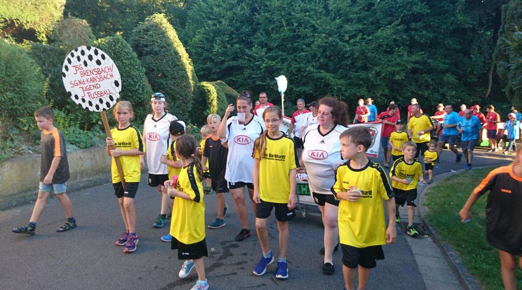 Fußball-Jugend nimmt mit viel Spaß am Kerbumzug teil