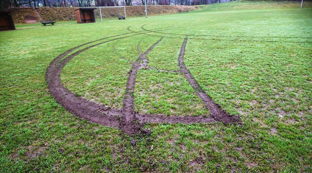 Betrunkener zerstört unseren Rasenplatz