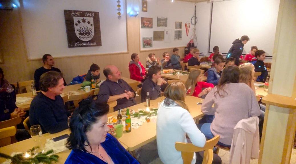 Im Brensbacher Vereinsheim herrscht schon im November weihnachtliche Stimmung