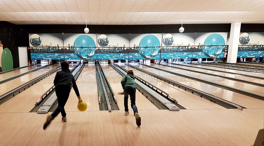 Jugendfußballer sind auch im Bowlingcenter eine starke Truppe