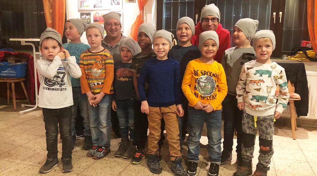 Bambini feiern nach dem Kreishallenturnier Weihnachten